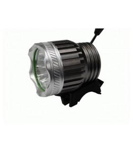 Aккумуляторный светодиодный фонарик с тремя сверхмощным светодиодами.